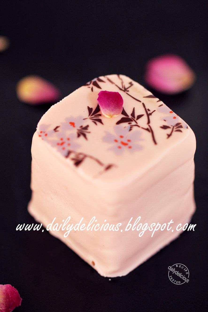 Cube Cake Put In Pairfa Cups