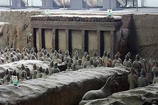 kuburan patung terakota