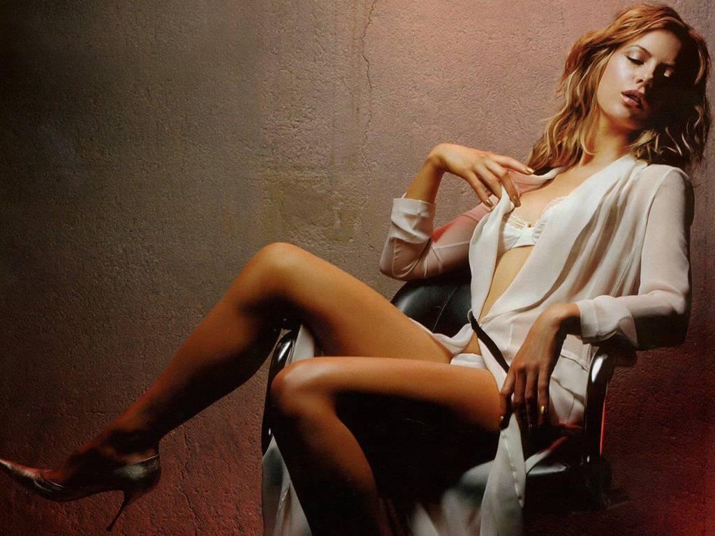Kate Bekinsale Sexy 110