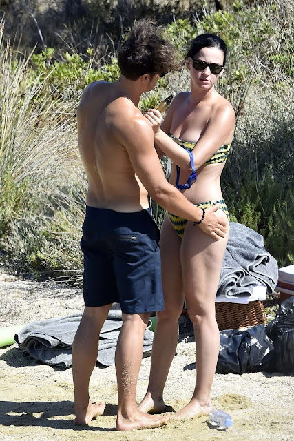 Katy Perry – Bikini Candids in Italy
