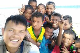 Smartphone Idaman Untuk Mengabadikan Senyum Anak-Anak di Kepulauan