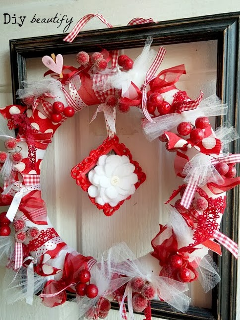 Simple Valentine Wreath www.diybeautify.com