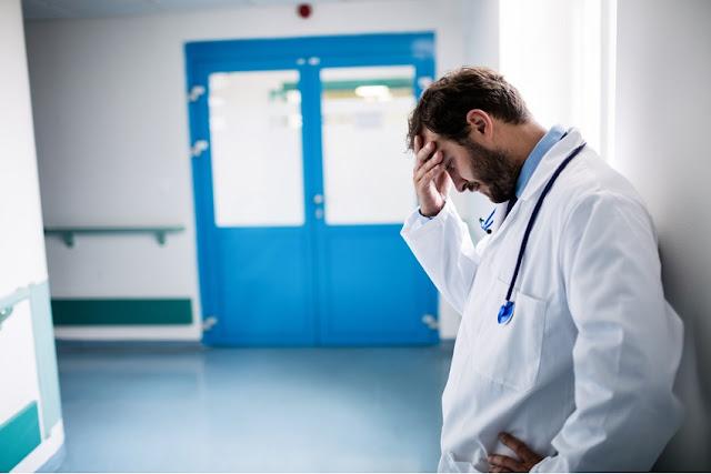 Si 'dëmtohet Morali' i Doktorëve nga kujdesi shëndetësorë