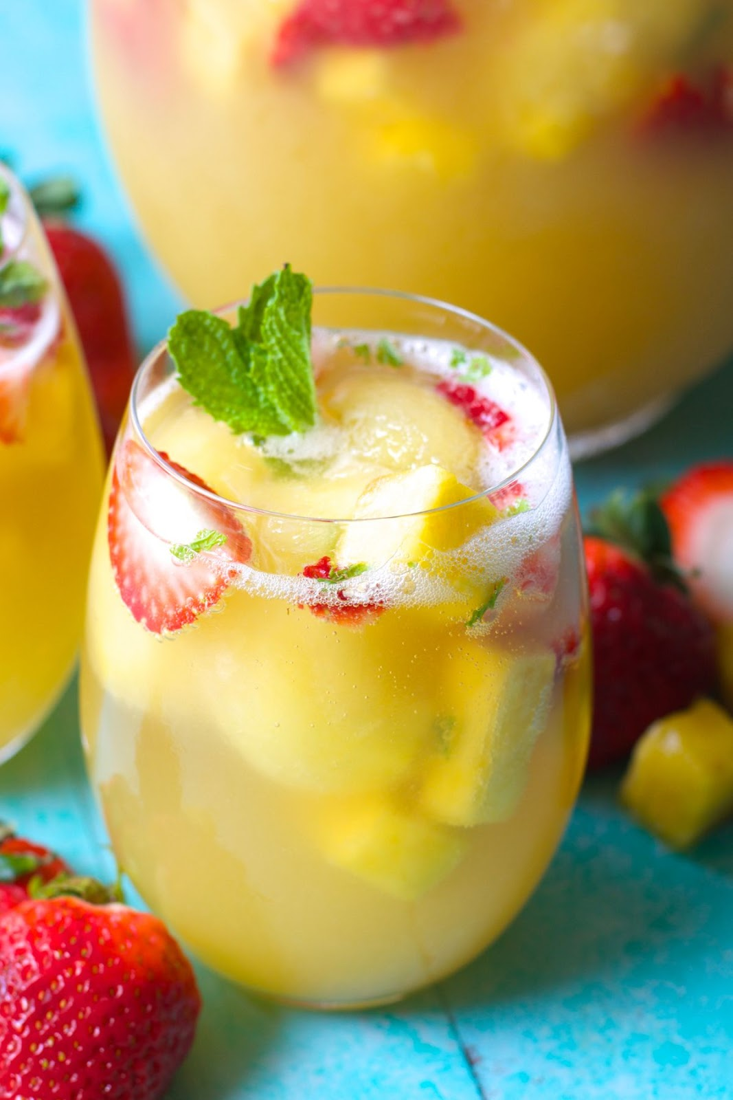 Sparkling Pineapple Strawberry Punch  #pineapple #drink