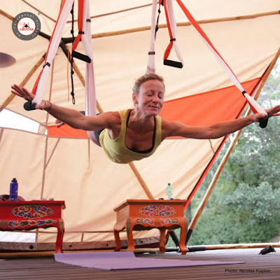 aeroyoga, yoga aerien, aerial yoga, fly, flying, pilates, yoga, fitness, mise en forme, sante, bienetre, stage, enseigants, formation professionnelle