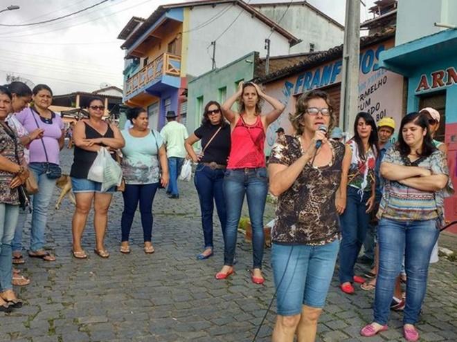 Servidores de Ibicuí, na Bahia, entram em greve por atraso nos salários
