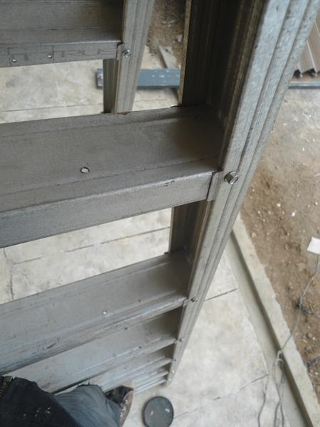 pemasangan sekrup baja ringan tangga aluminium rakitan | minimalist art