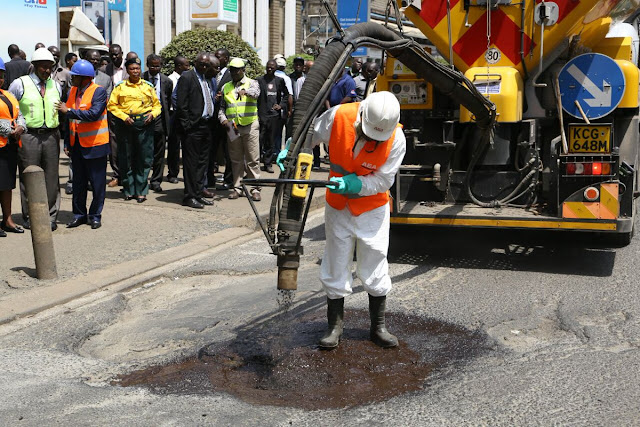 This pothole patching machine takes three minutes to fill a pothole (Photos)