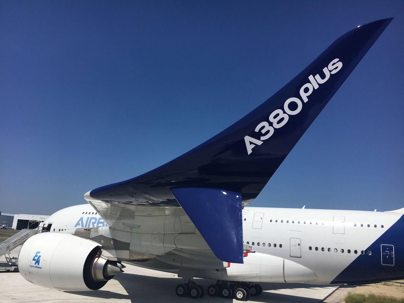 """John Leahy Airbus COO Customers spiega """"L A380plus ¨ un modo efficace per offrire migliore economia e migliori performance operative contemporaneamente"""""""