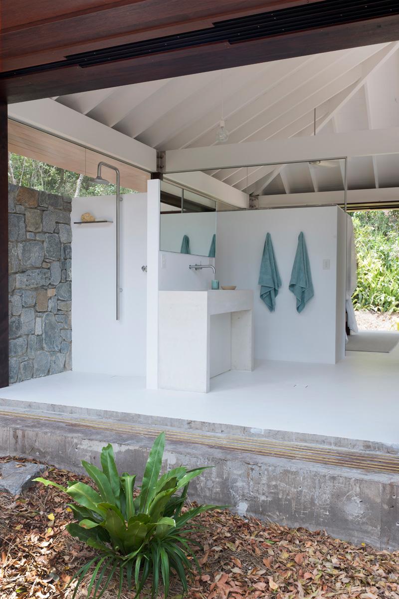 Small Full Bathroom Layout
