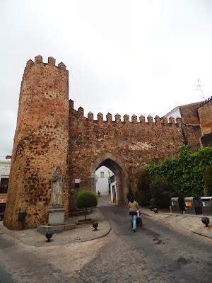 Resultado de imagen de Puerta del burgo en Jerez de los Caballeros