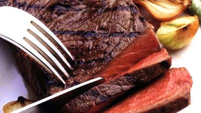 daging mentah, daging sapi, daging kurang matang, steak