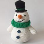 http://www.haakjemee.nl/sonny-the-snowman-crochet-pattern/#more-1937