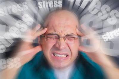 lelaki dewasa sedan stress