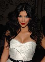 Kim Kardashian, glamorous red lipstick