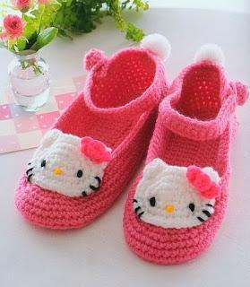 http://patronesparacrochet.blogspot.com.es/2014/02/zapatillas-crochet-hello-kitty-patron.html