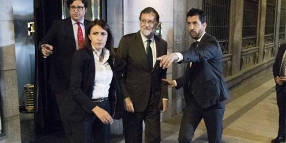 Rajoy saliendo del restaurante