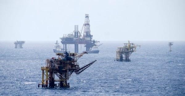 Peña remata propiedades del Estado, El petroleo esta para el mejor postor