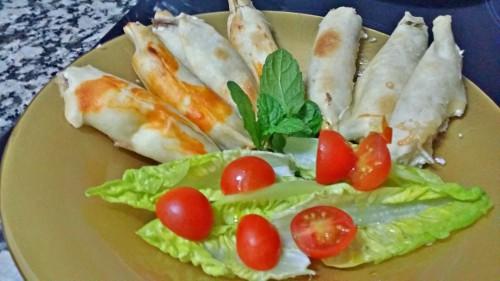 un aperitivo con obleas y anchoas