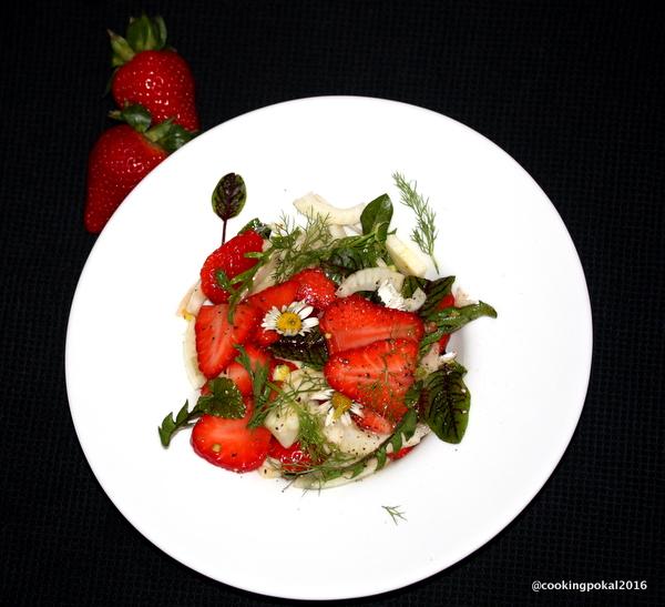 Salat mit Fenchel und Erdbeeren