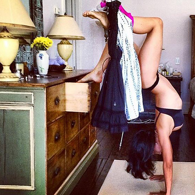 With Yoga to life Hilaria Baldwin  demonstrates its flexibility