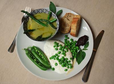 Burrata aux asperges et petits pois