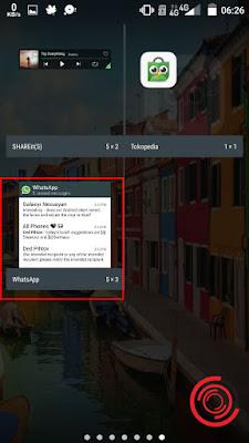 Jika sudah ketemu widget WA nya, silakan tahan dan tekan sampai kembali ke home screen supaya bisa menampilkan WhatsApp di layar utama. Setelah di layar utama lalu lepas widget yang kita tahan tadi