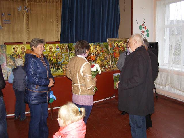 Автор познайомив громаду зі своїми новими картинами і, як зазвичай, розтлумачив їх зміст глядачам.