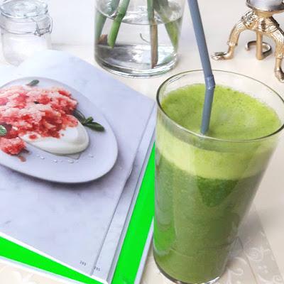 Grön smoothie med grönt te