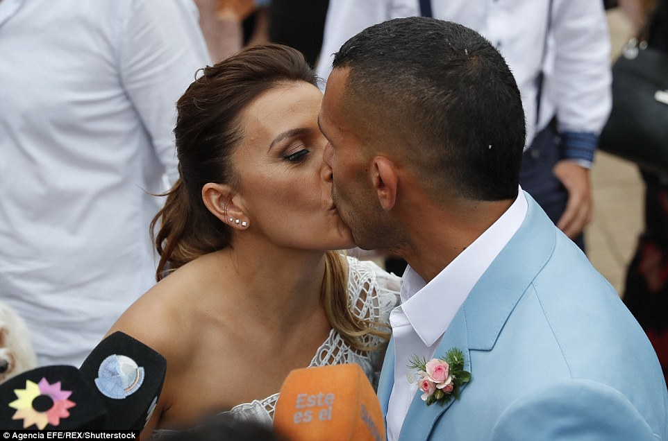 Former Man City Striker Carlos Tevez Marries Her Childhood Heartrub Venesa - Photos 3B944ADC00000578-4059244-I_do_Footballer_Carlos_Tevez_kisses_Vanesa_Mansilla_after_marryi-a-4_1482427458649