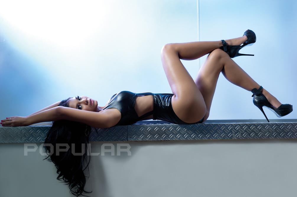 Koleksi Foto Hot Putri Anggraini Presenter Mata Lelaki di Trans 7 Yang Seksi Abis