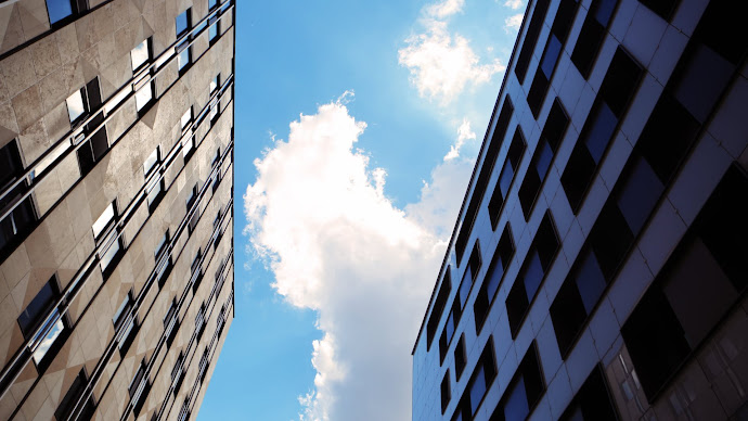 Wallpaper: Buildings and blue sky