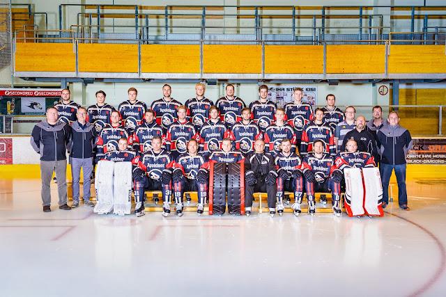 Mannschaftsbild Black Dragons Erfurt Saison 21 Jahr 2016 / 2017 , Spielerbilder, Eishockeyspieler vom Fotograf Michael Schalansky