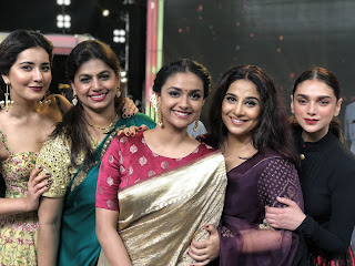 Keerthy Suresh in Saree with Cute and Lovely Smile with Actress in Tsr Tv9 Awards