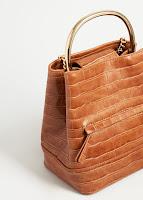http://shop.mango.com/FR/p0/femme/accessoires/sac/sac-a-dos/sac-a-dos-anse-metallique?id=83060126_CU&n=1&s=rebajas_she