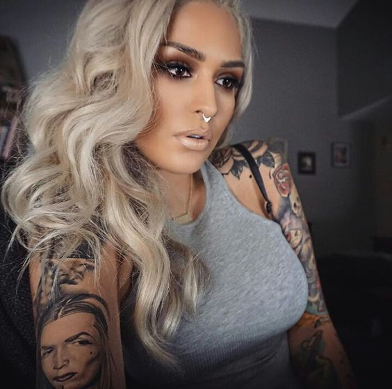 Stunning Girls With Great Tattoos The Haircut Web