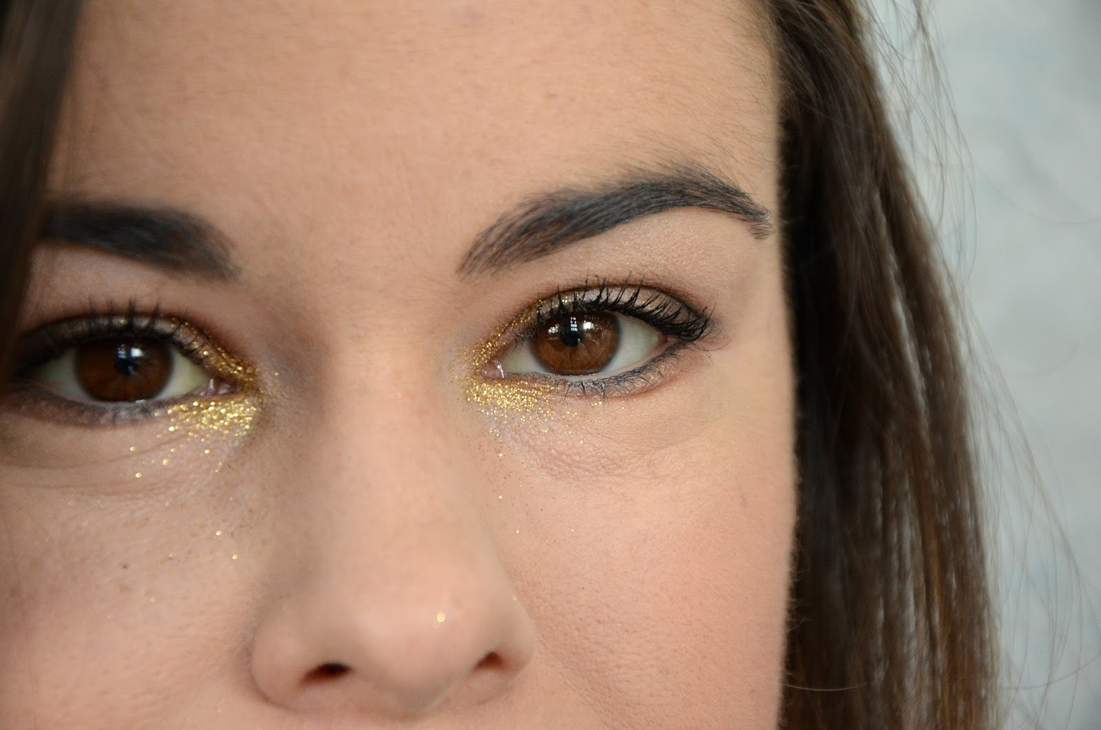 Monday Shadow Challenge paillettes dorées zoom yeux