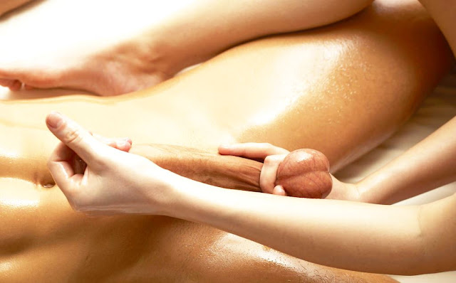 Массаж члена на видео, она хочет увеличить его член массажем! (Dick massage on video, she wants to enlarge his penis by massage pornvk.ru)