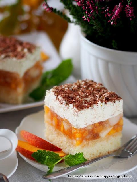 kostka brzoskwiniowo jablkowa, jablkowo brzoskwiniowa pokusa, biszkopt genuenski, biszkopt z owocami i bita śmietana, ciasto na niedziele