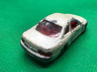 トヨタ ソアラ のおんぼろミニカーを斜め後ろから撮影