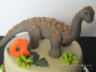dino sugarpaste cake