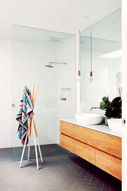 приятный дизайн интерьера ванной комнаты