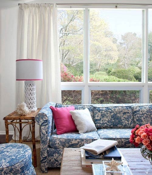 Blue And White Cottage Style Bedroom: Decorating With Style: Blue And White Cottage Decorating