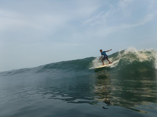 surfing lesson in indonesia