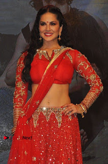 Bollywood Actress Model Sunny Leone Dance Performance in Red Half Saree at Rogue Audio Launch 13 March 2017  0039.jpg