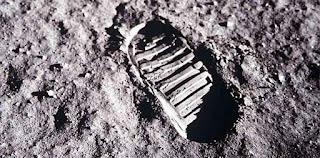 सब झूठ था क्या चाँद पर कभी कोई नहीं गया-None had ever been on the moon all lies