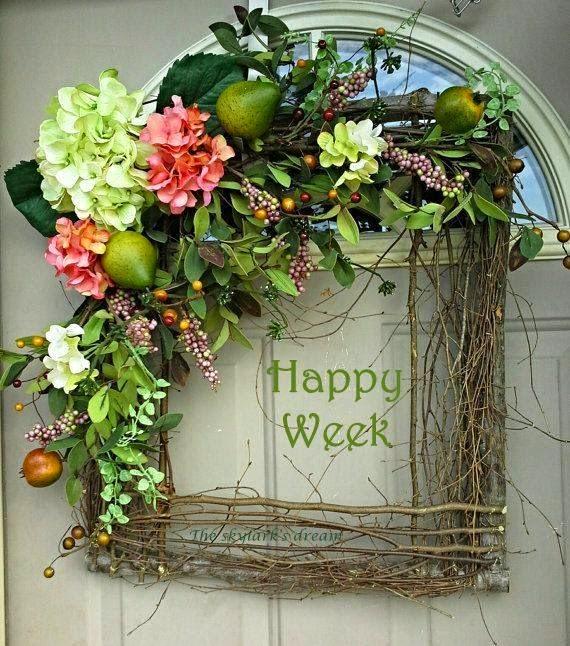 wianek z galezi z owocami i kwiatami