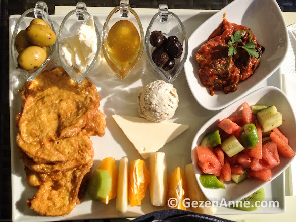 Ege kahvaltısı hem hafif hem doyurucu, Değirmen pastanesi Marintürk