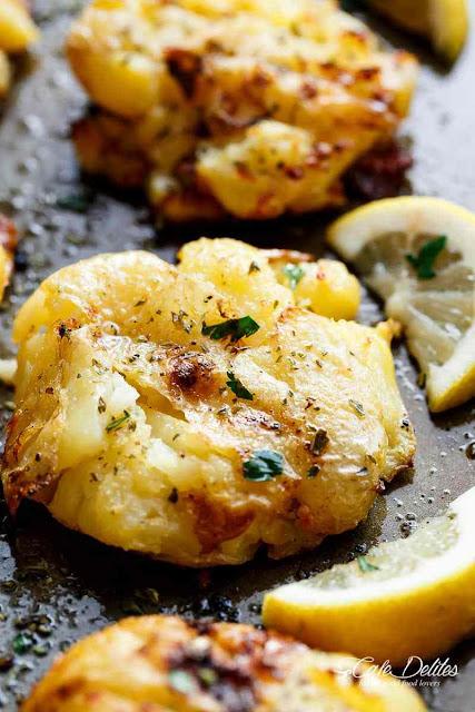 Críspy Greek Lemon Smashed Potatoes