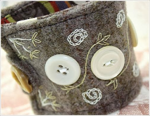 Украшения из пуговиц.  Crafts from buttons
